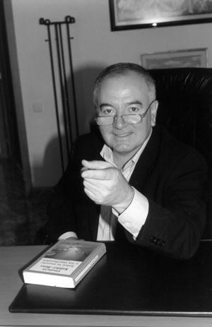 Antoni Bolinches:  La felicidad, como la tierra, para quien la trabaja.
