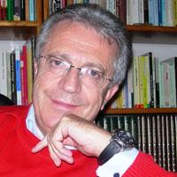Manuel Lucas:  Cuando el individuo no puede acariciar, golpea; cuando no puede amar, hace la guerra.